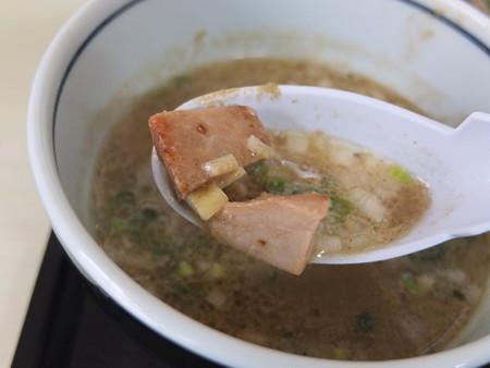 はな禅 麺魂(メンソール)~煮干しおろしつけそば~(限定) スープ具材の様子