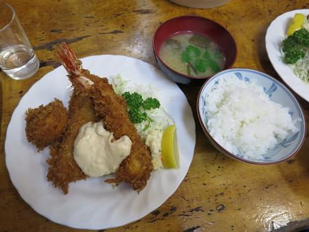 小田保 エビ・帆立・アジ ライス みそ汁¥1500