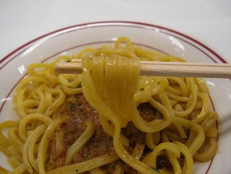 冷凍 日清の台湾まぜそば 麺アップ