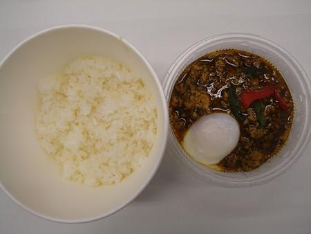 セブンイレブン タイ風鶏肉のバジル炒めごはん 中身の様子
