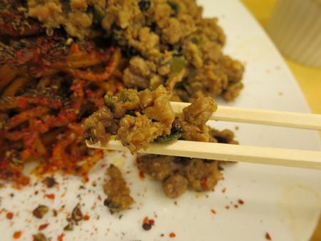 いなば製麺 汁なし大人の旨辛濃厚坦々麺 麻6辣6(裏メニュー) 肉そぼろアップ