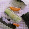 写真: 魚べい 上越高田店 柿の種 in the かっぱ巻 中身の様子