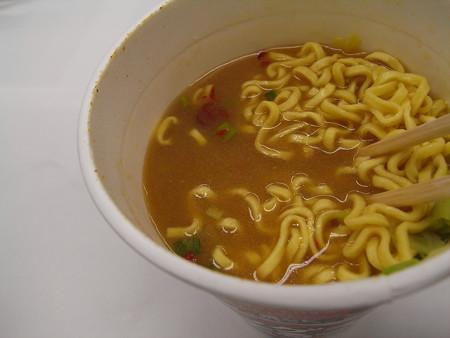 エースコック タテロング EDGE 鬼シビ 辛みそラーメン ベースのスープアップ