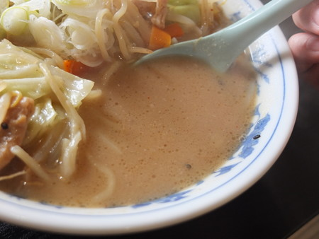 えいしん トロもつ味噌ラーメン スープアップ