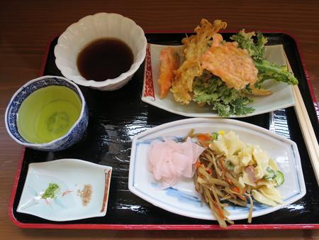 石臼挽き手打ち蕎麦 慶 2016年4月某日来店時の天ぷらなど(食べ放題)