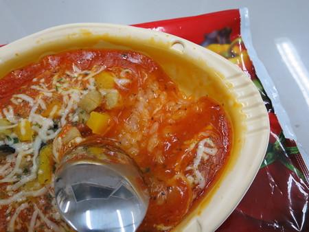 明治 野菜たっぷりトマトリゾット 盛り付けの様子