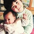 写真: 2歳上の兄一颯ちゃんと0歳の飛翔ちゃん(下)。震災の混乱で生まれた直後の写真や動画は撮れなかった