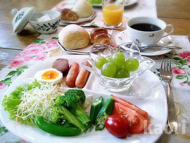メープルクロワッサンと米粉パン 朝食
