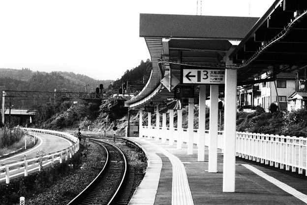 気仙沼駅 白黒撮影