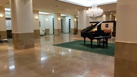 エントランスにグランドピアノ