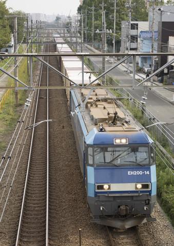 東浅川駅跡を行くEH200