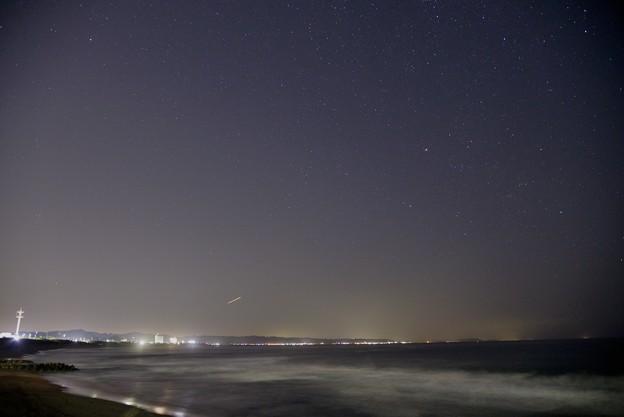 夜の海と空と