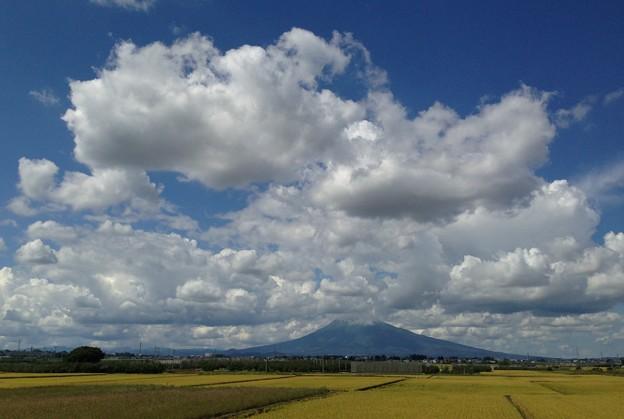 なかなかの雲…今日の岩木山
