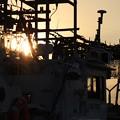 夕陽灯るイカ釣り漁船