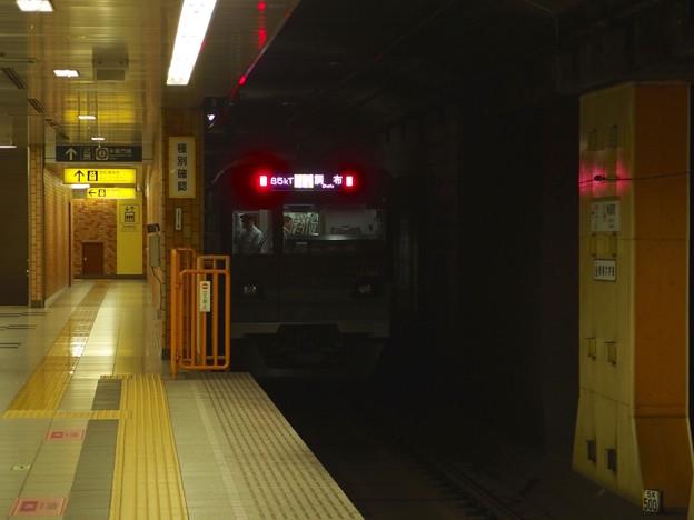 都営新宿線神保町駅1番線 都営10-540F各停調布行き後方よし