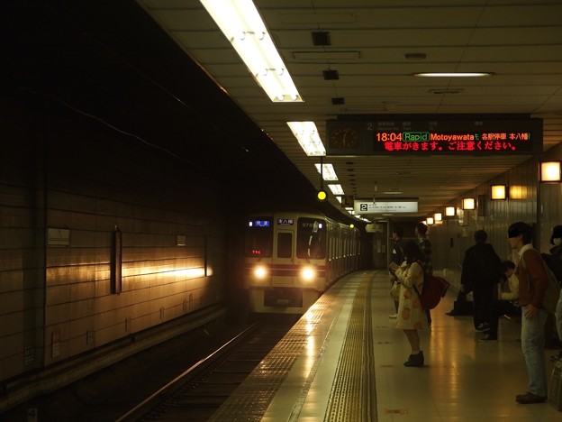 京王新線初台駅2番線 京王9045快速本八幡行き進入