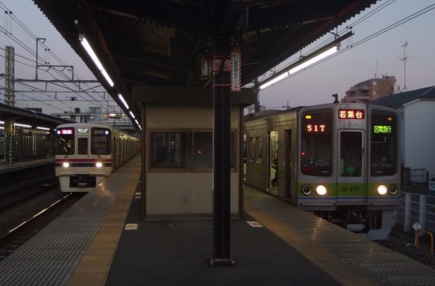 京王線桜上水駅 区急若葉台行き通過待ち