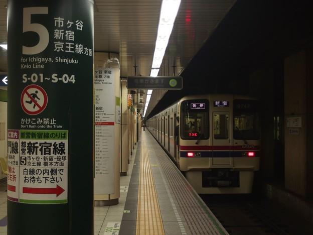 都営新宿線九段下駅5番線 京王9047各停新宿行き前方確認