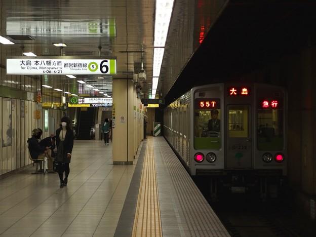 都営新宿線九段下駅6番線 都営10-230F急行大島行き後方確認