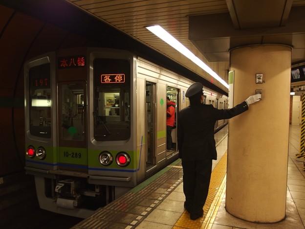 都営新宿線浜町駅2番線 都営10-280F各停本八幡行きベル扱い