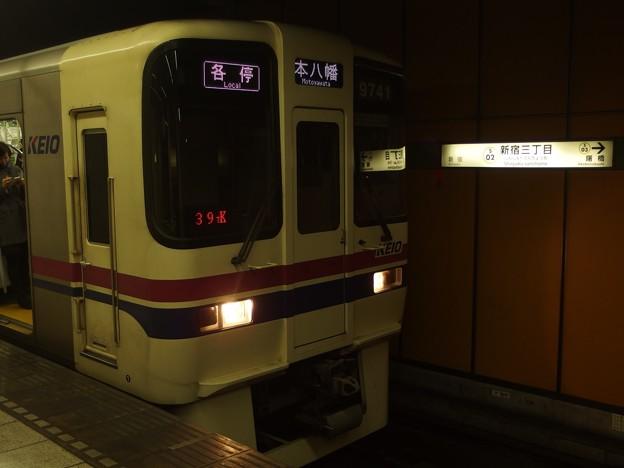 都営新宿線新宿三丁目駅2番線 京王9041各停本八幡行き