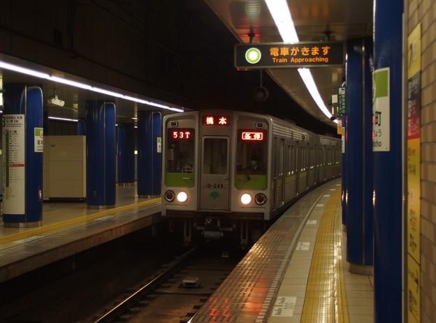 都営新宿線岩本町駅2番線 都営10-240F各停橋本行き進入