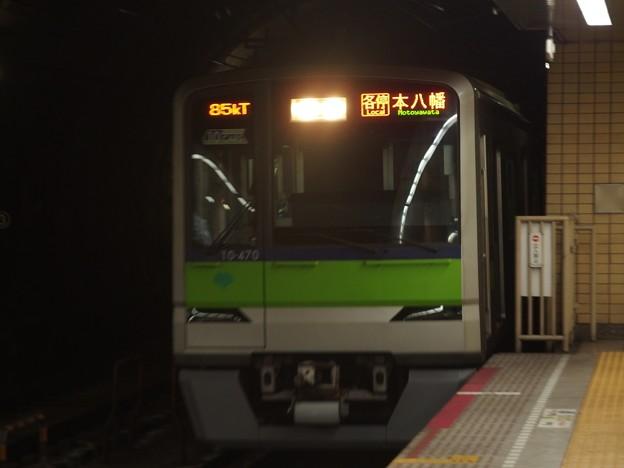 都営新宿線九段下駅6番線 都営10-470F各停本八幡行き進入