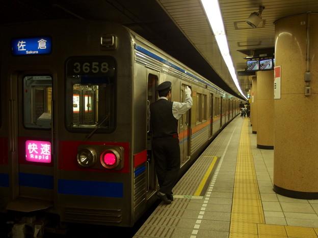 都営浅草線三田駅2番線 京成3658F快速佐倉行き側面よし