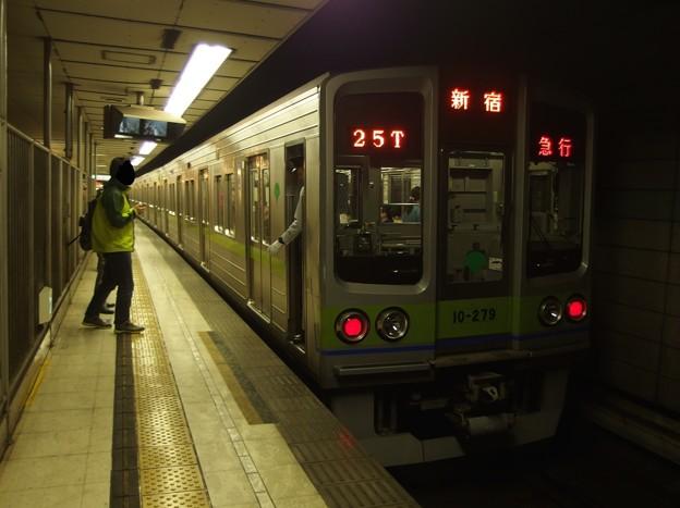 京王新線初台駅2番線 都営10-270F急行新線新宿行き停止位置よし