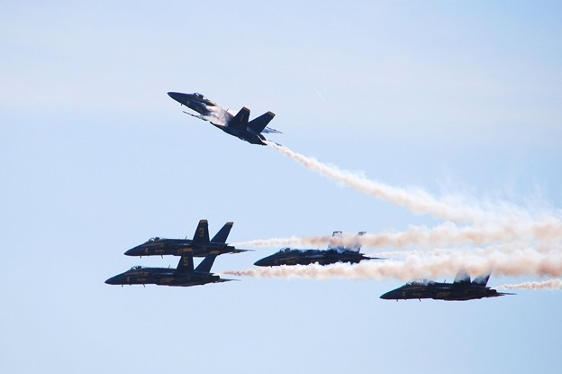 Photos: Blue Angels Delta Pitch Up Carrier Break to Land 9-5-15