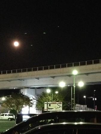 夜は外で、、お月さん綺麗!