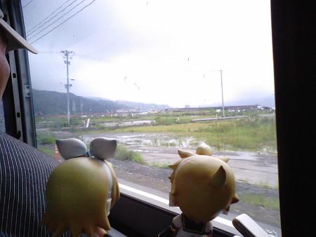 大槌橋付近。 リン:「なんか、ずっと荒れ地が続くよ」 レン:「津波...