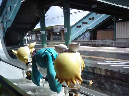 野辺地駅に停車~。