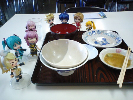 リン:「食べきったー!!」 ルカ:「はぁぁ……すごく幸せです♪♪」
