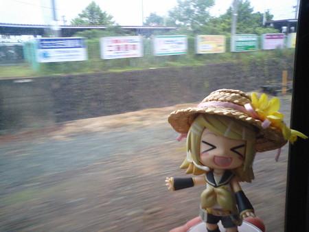 花巻駅に停車。 リン:「東京からちょうど 500.0kmにある駅だゅ!」