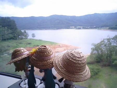 金山→幾寅間、見えてきたのは、かなやま湖です。 レン:「これが名...