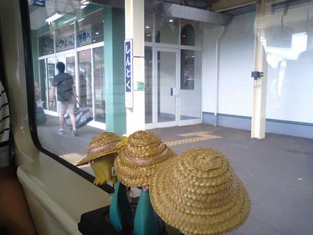 落合駅から約40分かけてやっと次の駅、新得駅に停車なう。