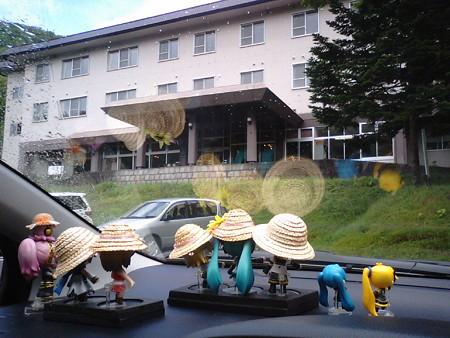 で、「ホテル地の涯」に来たけど、露天温泉はこのホテルの崖の下な。