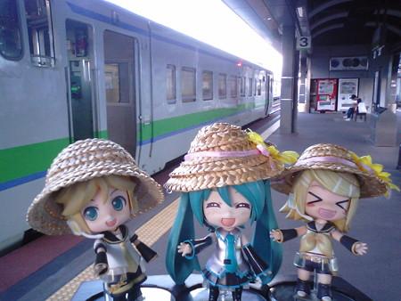 ミク:「帯広駅に到着です。次の富良野方面行きまで、1時間以上あり...