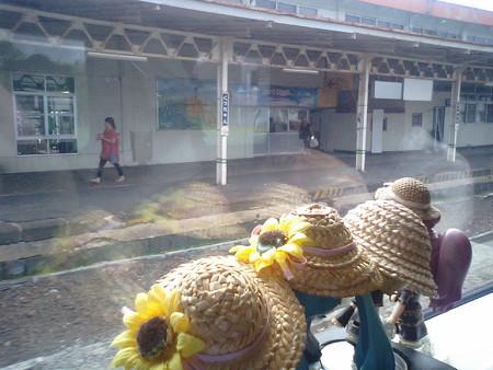 倶知安駅に停車、5分遅れ。遅れを取り戻すため、すぐの発車です。