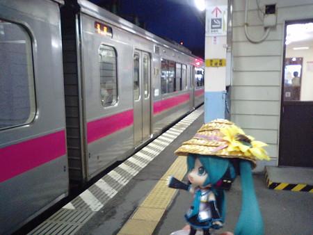4分遅れて、青森駅に到着しました。すぐに奥羽線弘前行きに乗り換え...