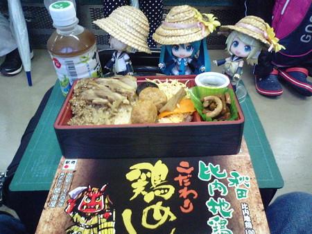朝食は秋田駅の駅弁 「秋田比内地鶏・こだわりの鶏めし」 です。