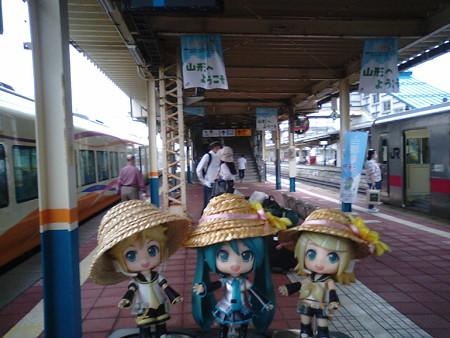酒田駅に到着。次は39分の連絡で、村上行きのディーゼルカーです。