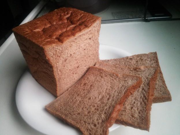 写真: チョコレート風味の食パン