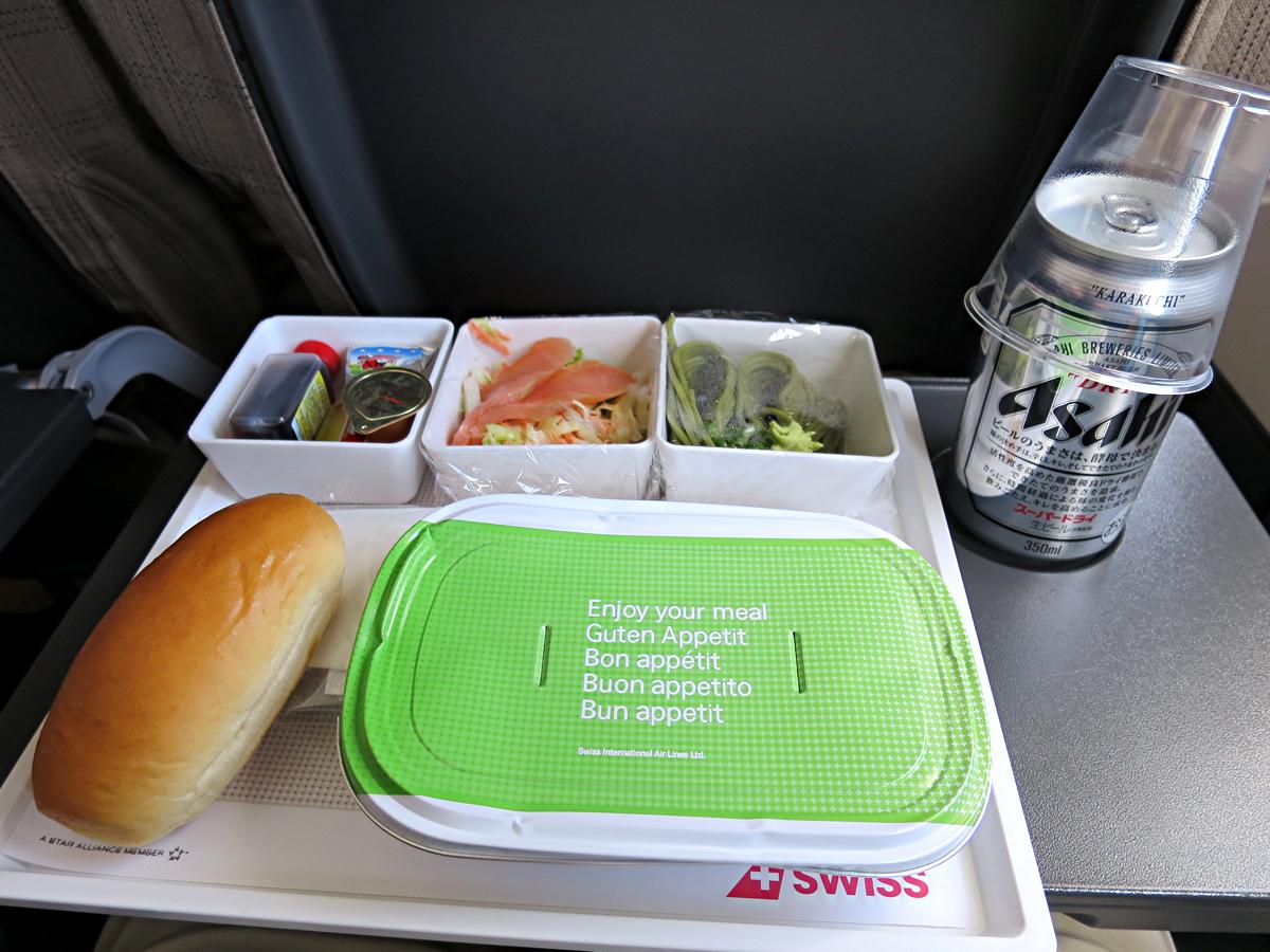 往路機内食1