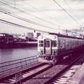 Photos: 鴨川堤防を走る京阪電車