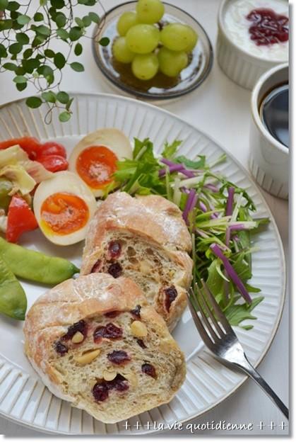 珈琲マーブルクランベリーカンパーニュで朝ごパン