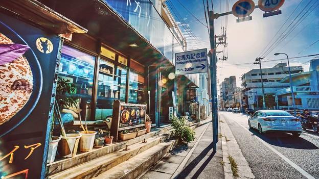 晴空萬里的沖繩街道