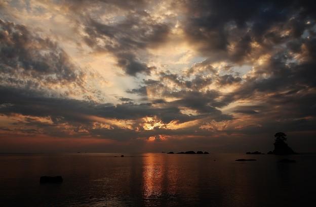 雨晴海岸 >>: 今日も光芒かな? #2 IMG_3141