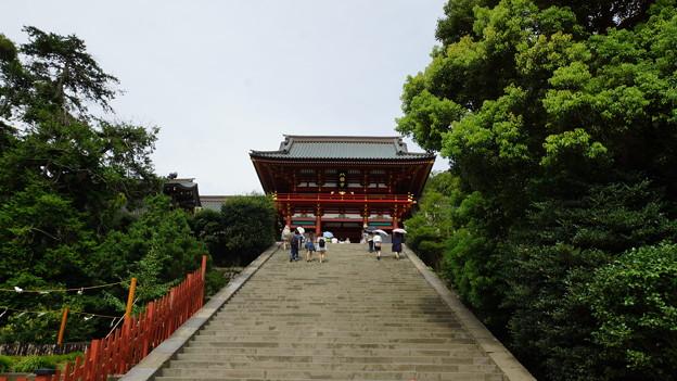 鶴岡八幡社殿への階段
